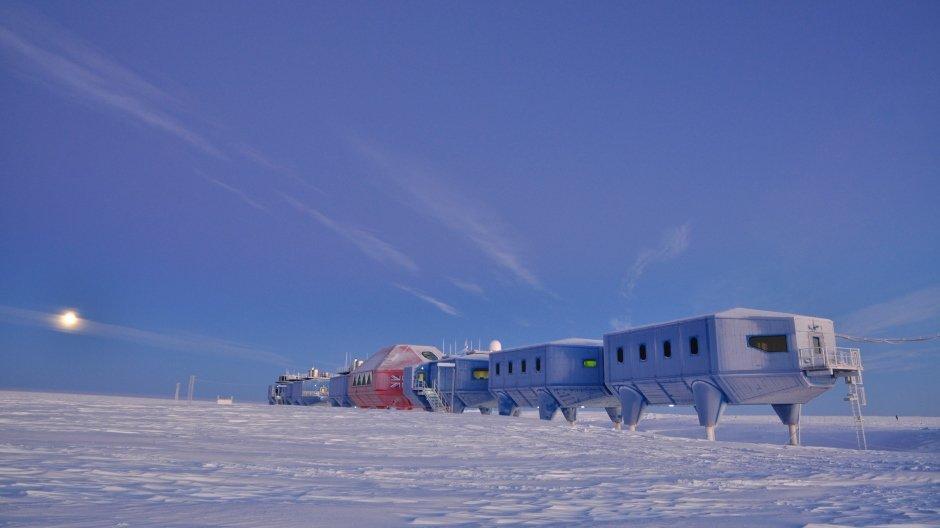 Ice Lab Halley VI  © A.Dubber, British Antarctic Survey
