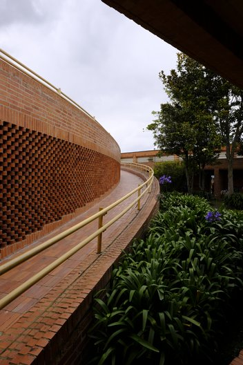 Gimnasio Fontana School - A Winding Ramp with 'Calado' Hit & Miss Brickwork, Leading to the Inhabitable Roofscape © Dominic Oliver Dudley