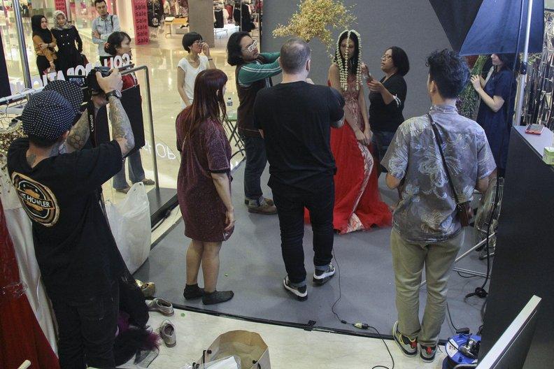 Adjustments being made on set Image courtesy British Council Indonesia