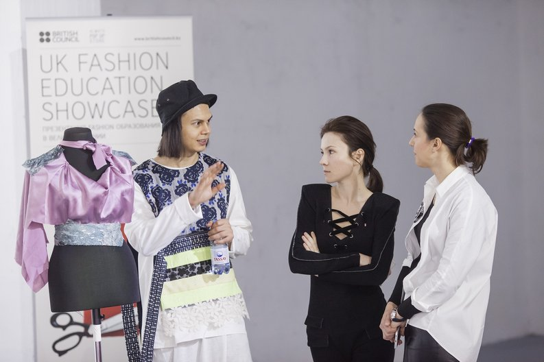Jasper Chadprajong from Manchester Metropolitan University giving a workshop about Fashion Design Theo Frost