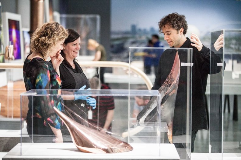 Kate Goodwin, exhibition curator, Evonne Mackenzie and Thomas Heatherwick PHOTO: Oscar Liu, ©British Council Taiwan