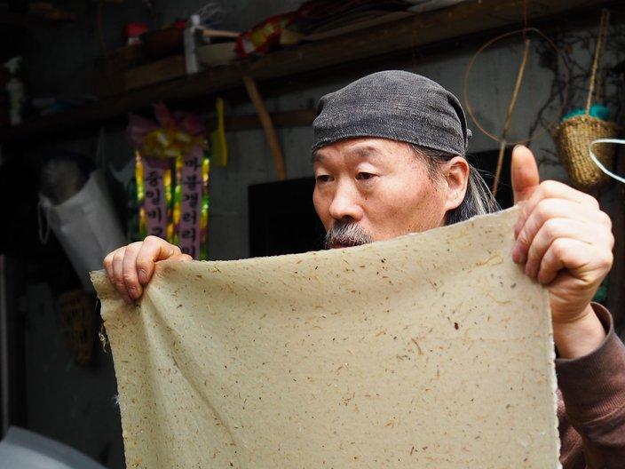 Paper Maker, Korea ©  Linda Brothwell