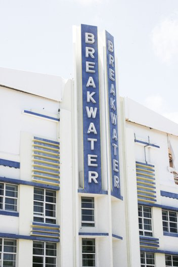 The Breakwater, Ocean Drive, Miami Beach. Architect: Anton Skiskewicz, 1936 © Jenny Steele, 2017