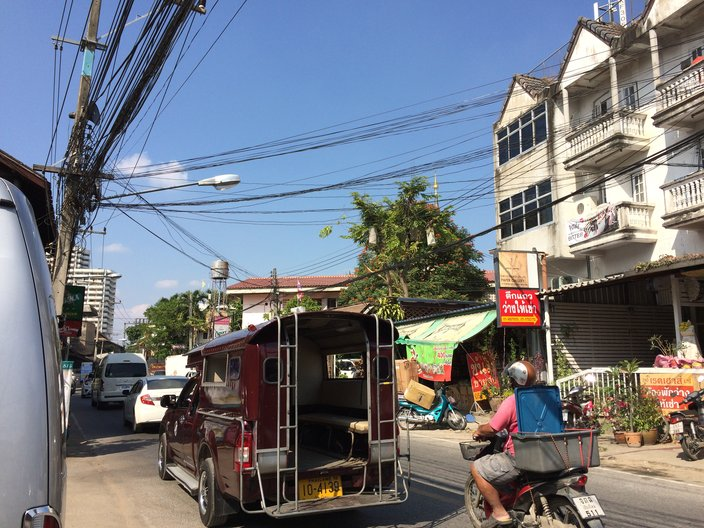Sabrina Krauss Lopez and Melanie Eddy seeing a bit of Chiang Mai by Tuk Tuk © Melanie Eddy