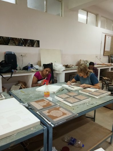 Joanne Ayre and Rasika Hengadi slip-trailing at the Indian Institute of Craft and Design, Jaipur