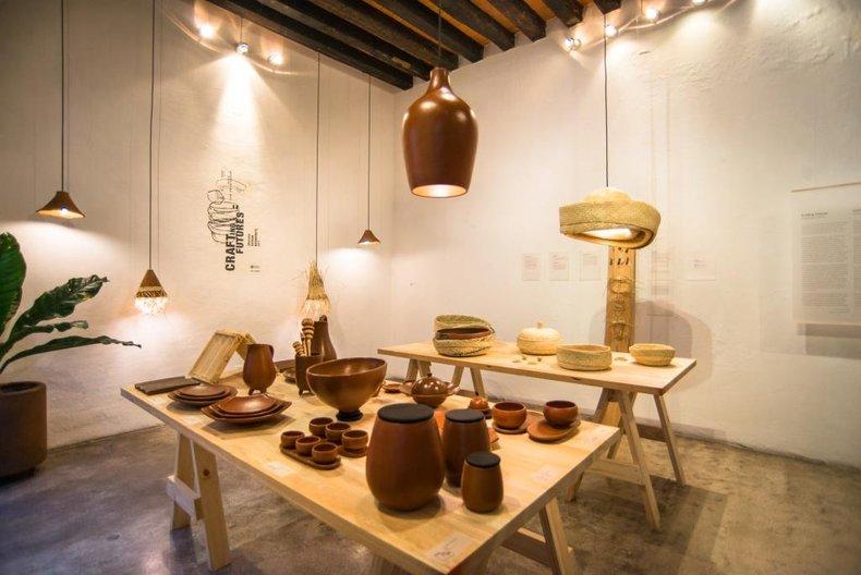 Exhibition view at Tienda Q © British Council / photo by Jamil Olmedo