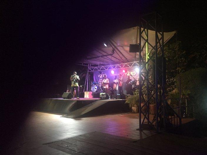 Dela Botri and his band perform at +233 Jazz Bar © Anna Landreth