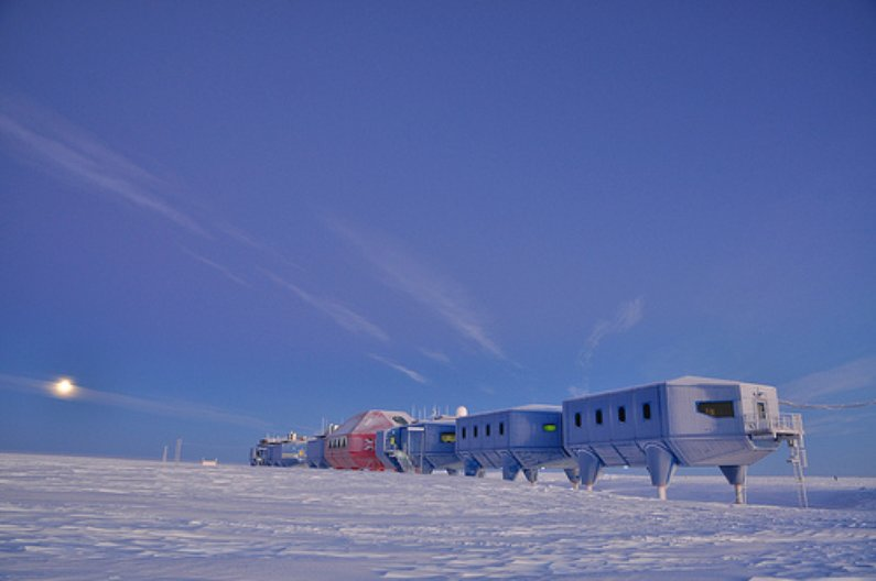 Halley VI. Copyright A. Dubber, British Antarctic Survey