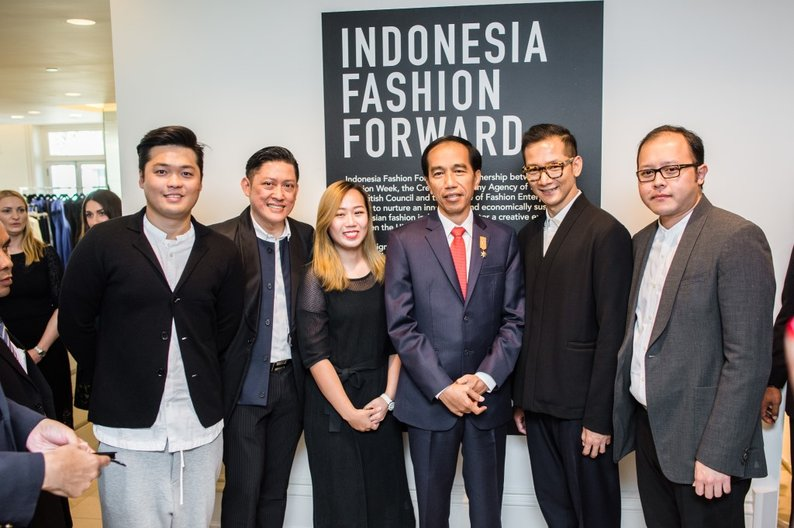 President Joko and the Indonesia Fashion Forward Designers