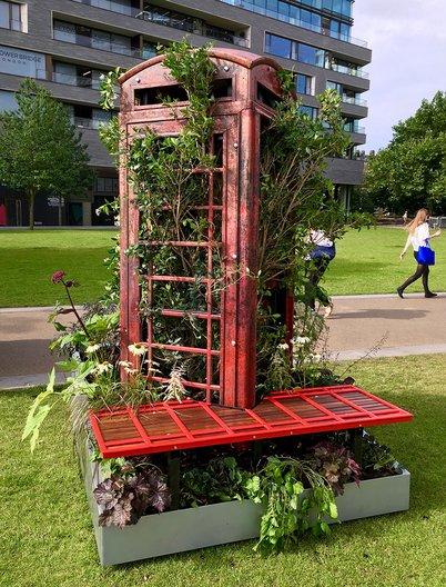 London Calling Sculpture  © The Edible Bus Stop Studio