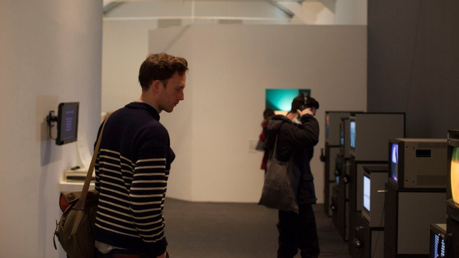FELLOWS VISIT THE WHITECHAPEL GALLERY, VENICE FELLOWSHIPS 2016 INDUCTION DAY  © MILES MUNRO WILLIAMS