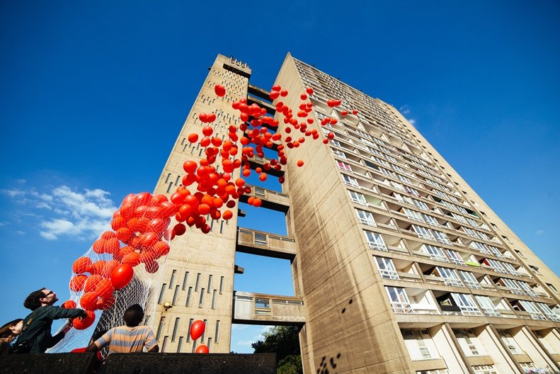 Delvendahl Martin & GAISS Architects release their red balloons  Photo by Mike Massaro