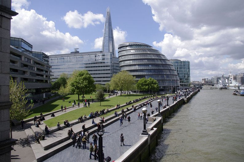 The River Thames and London's City Hall, Potters Fields Park © PS (Public Space)